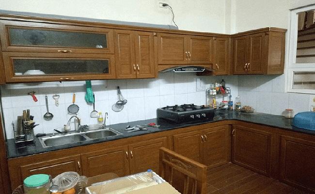 Mẫu tủ bếp nhôm kính giả gỗ đẹp, độc đáo