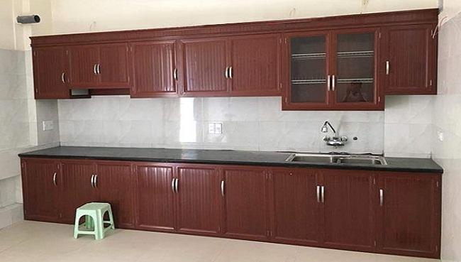 Tủ bếp nhôm kính giả gỗ màu nâu đỏ