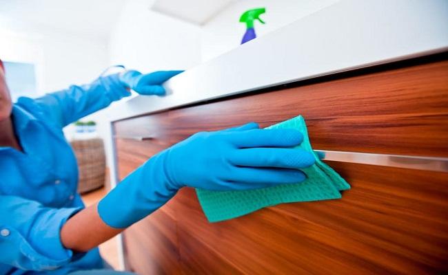 Cách vệ sinh tủ bếp gỗ công nghiệp