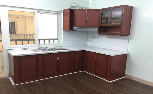 Tủ bếp nhôm kính giả gỗ cho nhà nhỏ