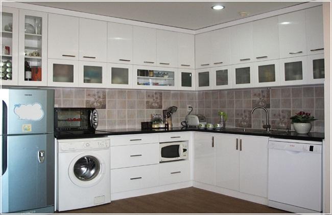 Mẫu tủ bếp nhôm kính trắng đẹp