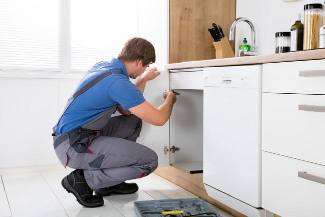 Sửa chữa tủ bếp tại nhà