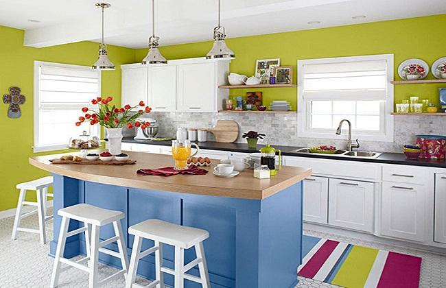 Tủ bếp màu sắc có cửa sổ