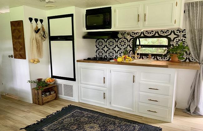 Tủ bếp gỗ tự nhiên nhỏ gọn