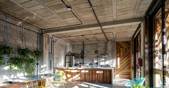 Tủ bếp gỗ óc chó không gian mở hiện đại
