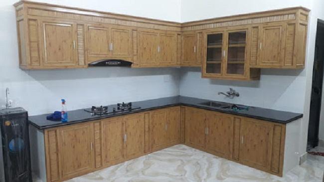 Tủ bếp nhôm kính vân gỗ nhạt