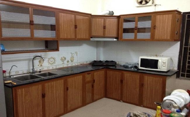 Tủ bếp nhôm kính giả gỗ chữ L
