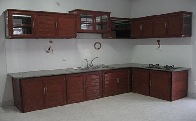 Tủ bếp nhôm kính giả gỗ chữ L đẹp