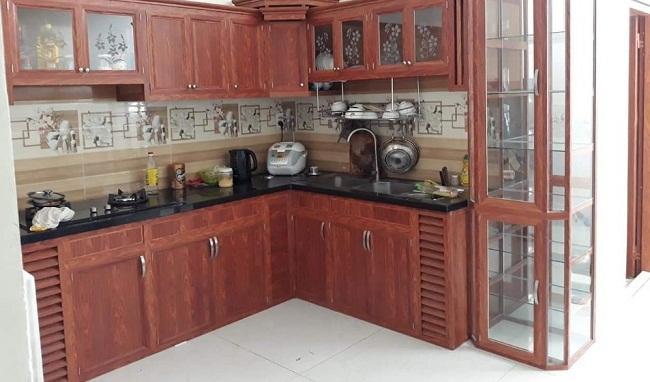 Tủ bếp nhôm kính giả gỗ có tủ rượu