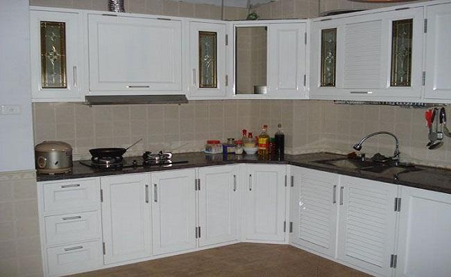 Tủ bếp nhôm kính màu trắng đep