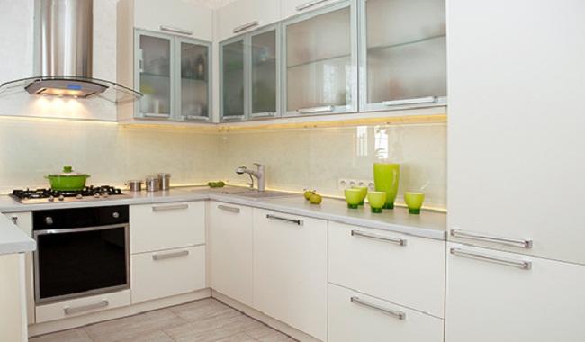 Tủ bếp nhôm kính màu trắng sứ đẹp