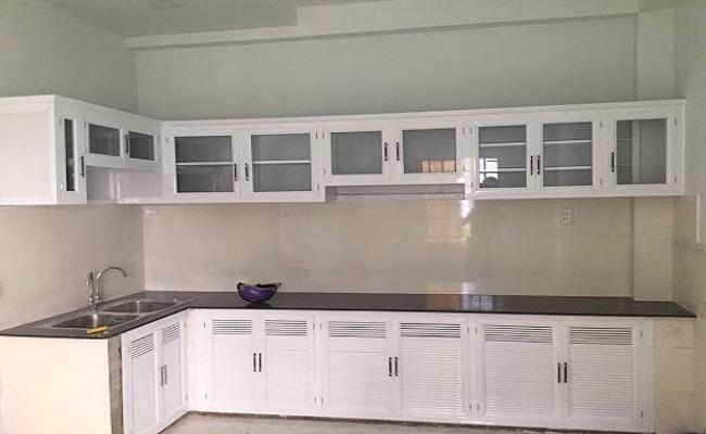 Tủ bếp nhôm kính trắng đẹp