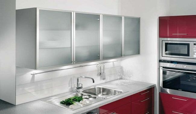 Tủ bếp treo tường chữ I bằng nhôm kính